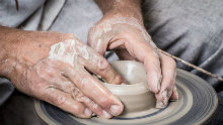Keramikár z Perneku