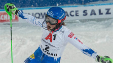 La esquiadora Petra Vlhová ganó el eslalon de la Copa Mundial en Flachau