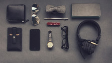 773 – Kľúče, okuliare, mobil