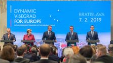 La rencontre de la chancelière allemande avec les premiers ministres du groupe V4