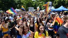 36 ambasád podporí Pride