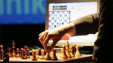 How chess masters cope with new technologies