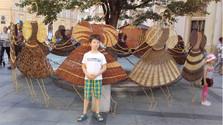 Bailarinas de mimbre en el casco viejo de Bratislava