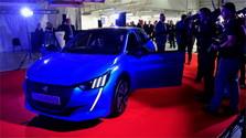 На автозаводе в Трнаве представили новый электромобиль Peugeot-208