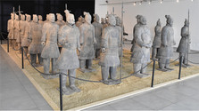V synagóge vystavia čínskych vojakov