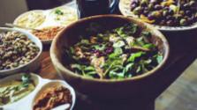 Šalát z fazule, avokáda a paradajok