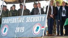 Verteidigungsminister bei Militärübung