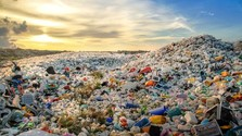 Rozhlasová hra: Michaela Zakuťanská – Doba plastová