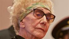 Novembre89: Dalma Špitzerová recoit le prix de la Mémoire de la nation