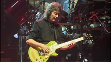 Miniprofil: Steve Hackett_At The Edge Of The Light