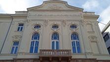Trnava: eines der ältesten Theater, voller junger Menschen