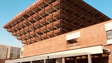 Obrátená pyramída je architektonický unikát. Prejdite sa ňou aj z pohodlia domova