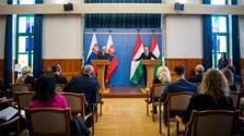 Première visite officielle du chef de la diplomatie à  l'étranger