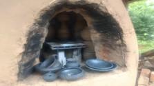 V hájskom hrnčiarstve pri Košiciach opäť ožila čierna zadymovaná keramika