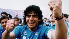 Zomrel Diego Maradona