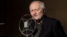 Milan Lasica za mikrofónom.jpg