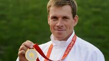 Michal Martikán so zlatou medailou.jpg