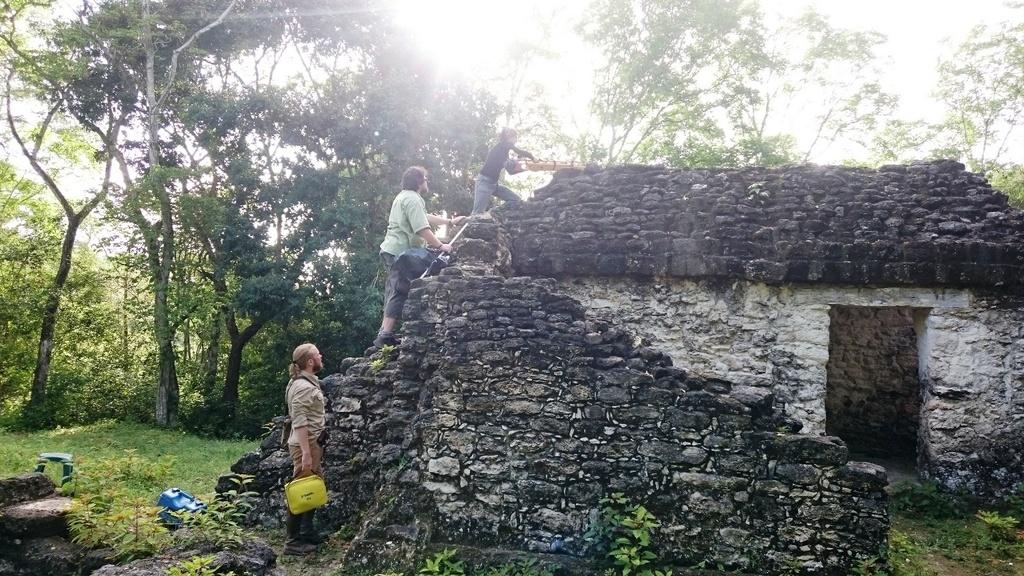 Guate - priprava GPS merania.JPG