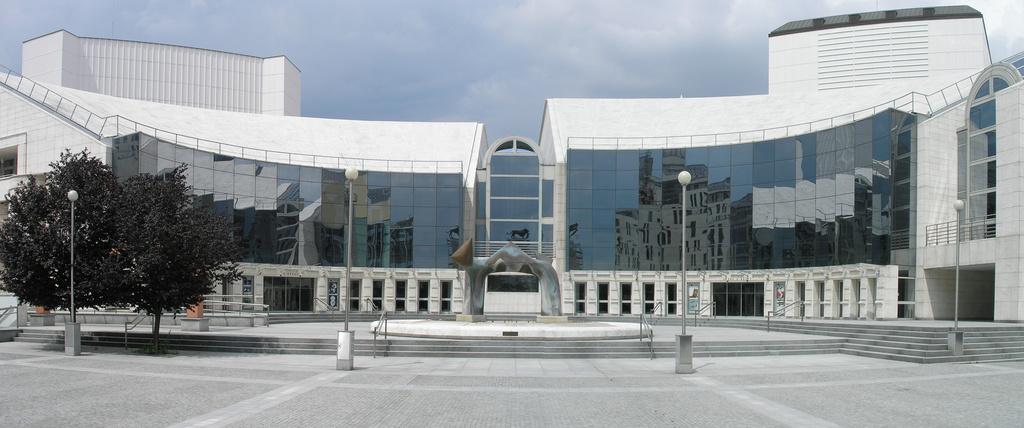 SND-Nová-budova-vchod1.jpg