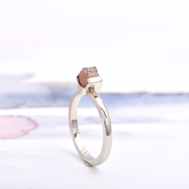 CO5 LOTUS, zásnubný prsteň so surovým diamantom.jpg