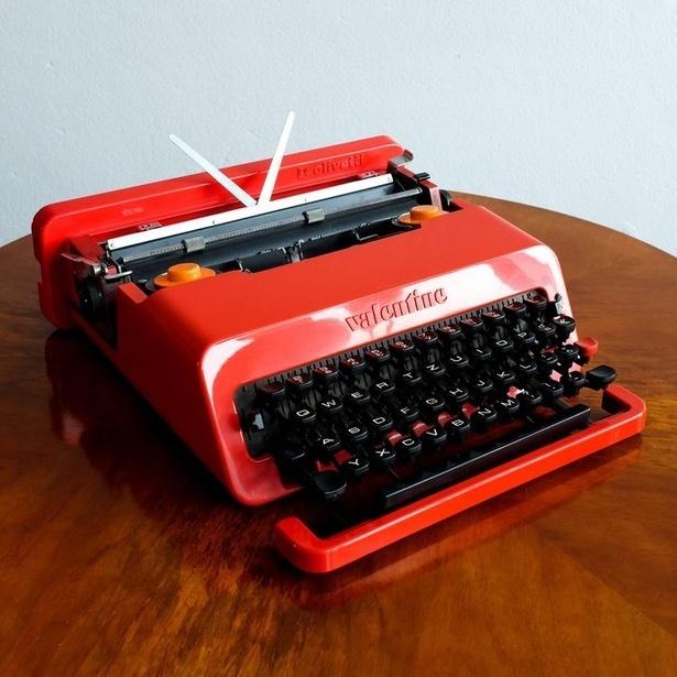 CO5 Písací stroj Olivetti Valentine.jpg