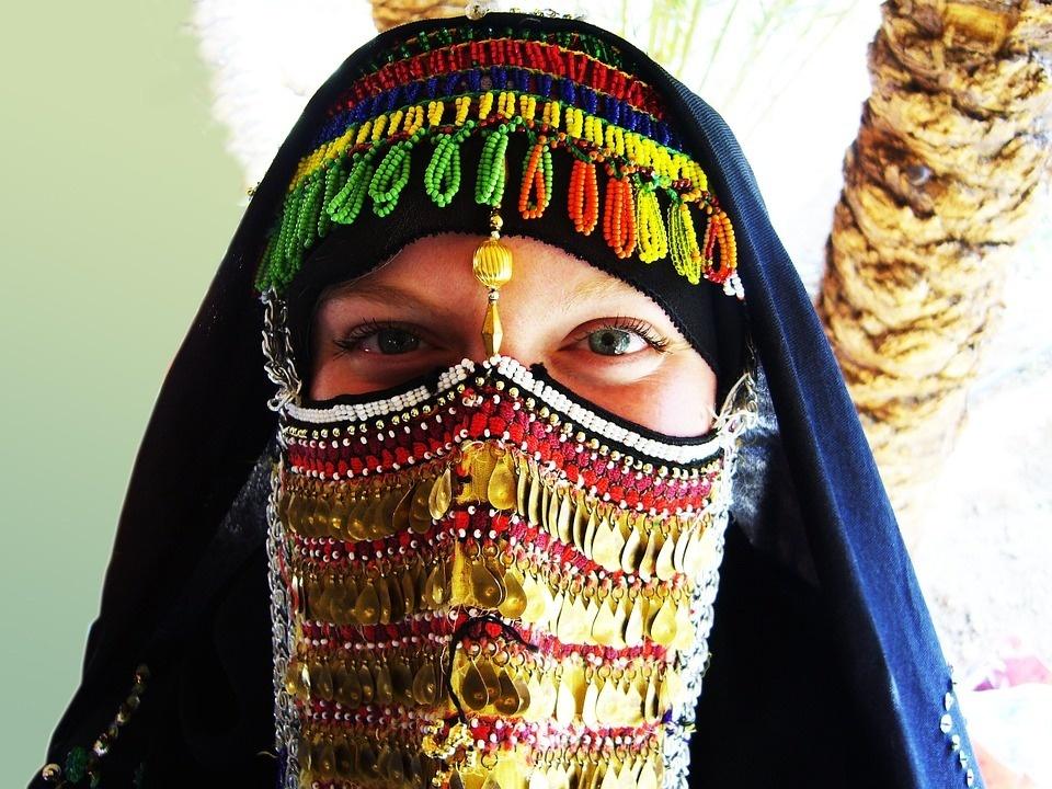 bedouin-woman-174415_960_720.jpg