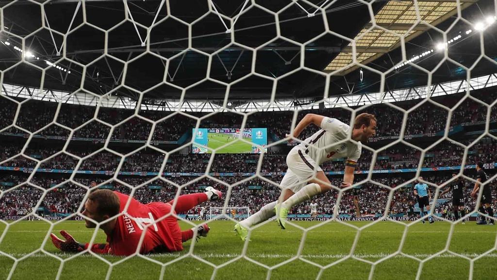 Nemecký brankár Neuer po góle v zápase na EURO 2020.