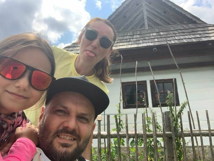 Milan Zimnýkoval na dovolenke s rodinou.jpg